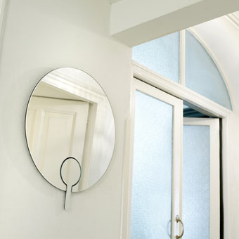 Functionals wand en handspiegel Mirror Mirror door Jan Habraken
