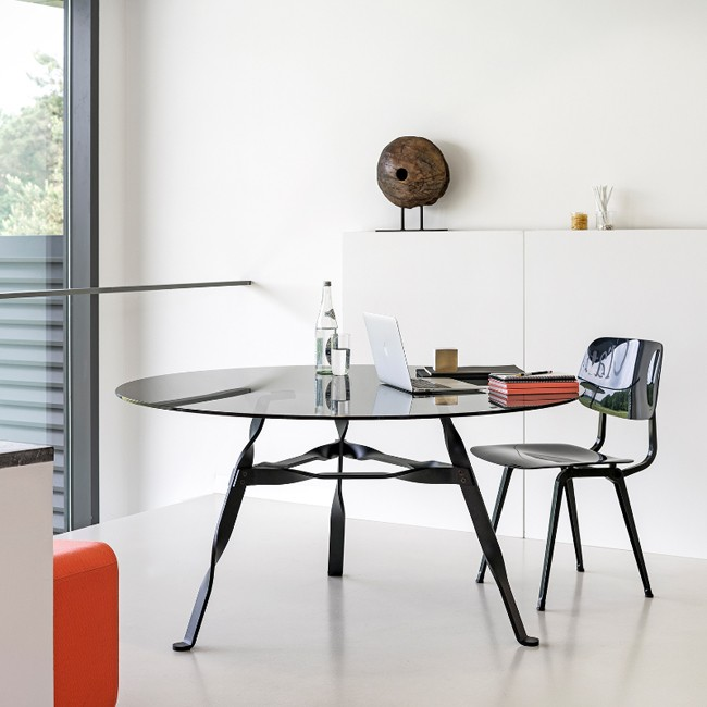 Functionals tafel Twist Glass door Thomas Schnur