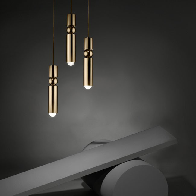Lee Broom hanglamp Fulcrum Light Brass door Lee Broom
