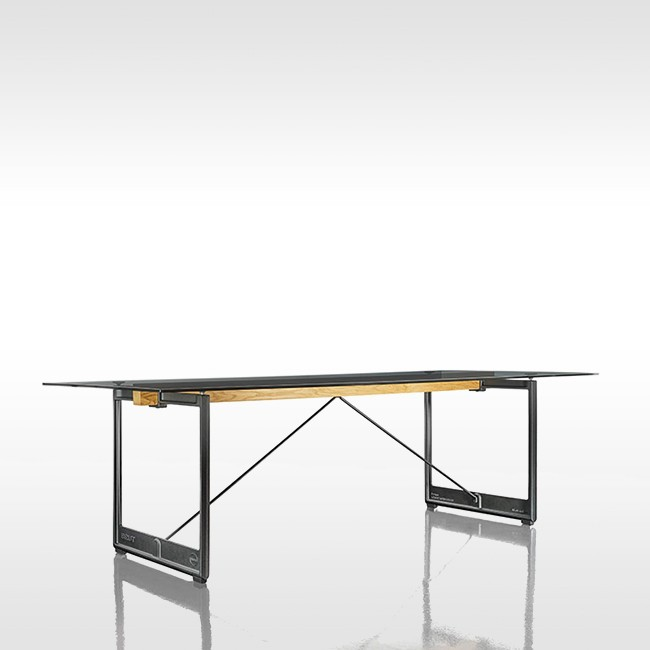 Magis tafel Brut Table TV2480 door Konstantin Grcic