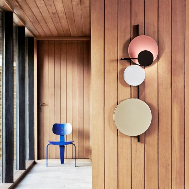 Please Wait to be Seated wandlamp Planet Lamp door Mette Schelde