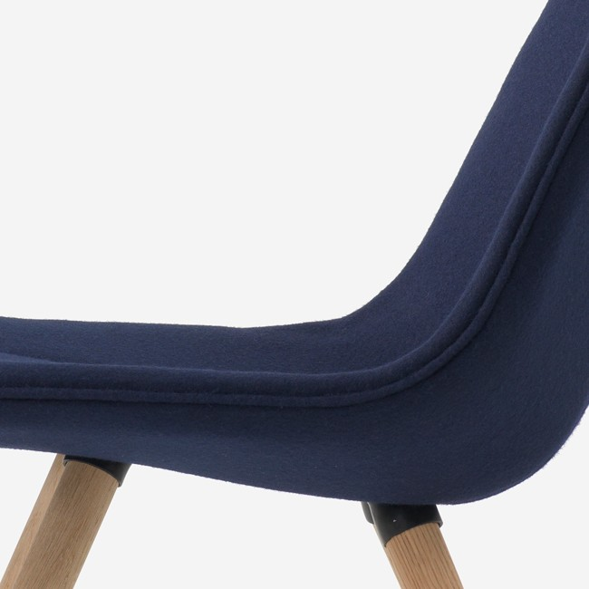 Resident fauteuil Volley Chair Four Legs door Jamie McLellan