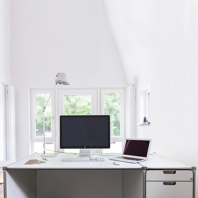 System 180 bureau Desk 40072 SteelLine door System 180