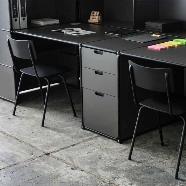 System 180 bureau Desk 40075 BlackLine door System 180