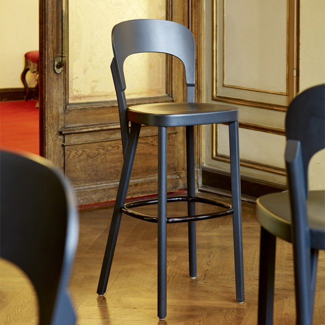 Thonet barkruk Serie 107 H door Robert Sadler
