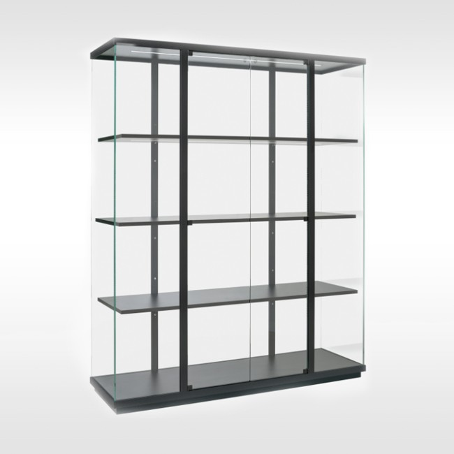 Van Esch vitrine kast Stolp High door Carolina Wilcke