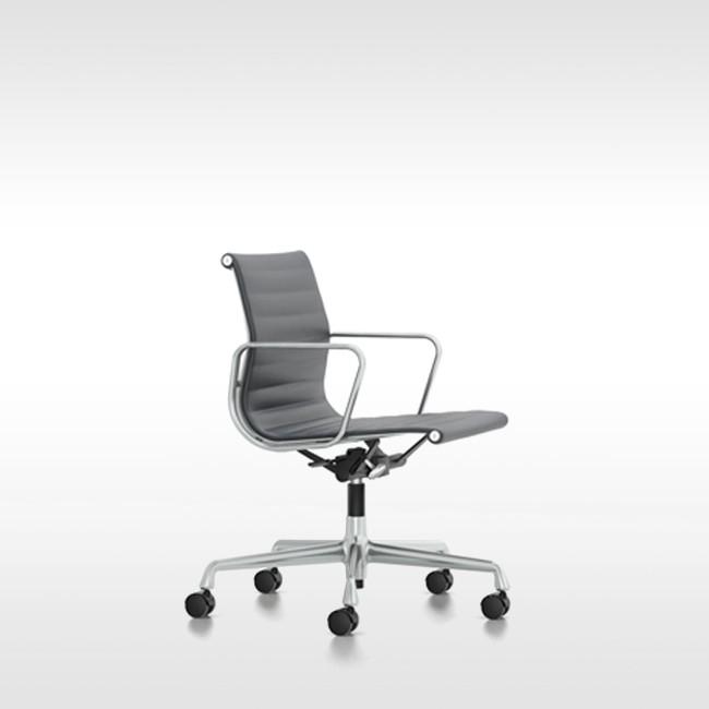 Vitra bureaustoel aluminium chair ea 118 leer door charles for Charles eames bureaustoel