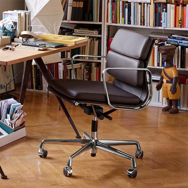 vitra bureaustoel soft pad chair ea 217 premium leder door charles ray eames. Black Bedroom Furniture Sets. Home Design Ideas
