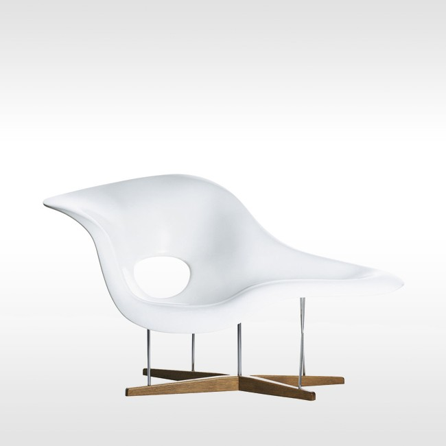 Vitra loungechair La Chaise door door Charles & Ray Eames