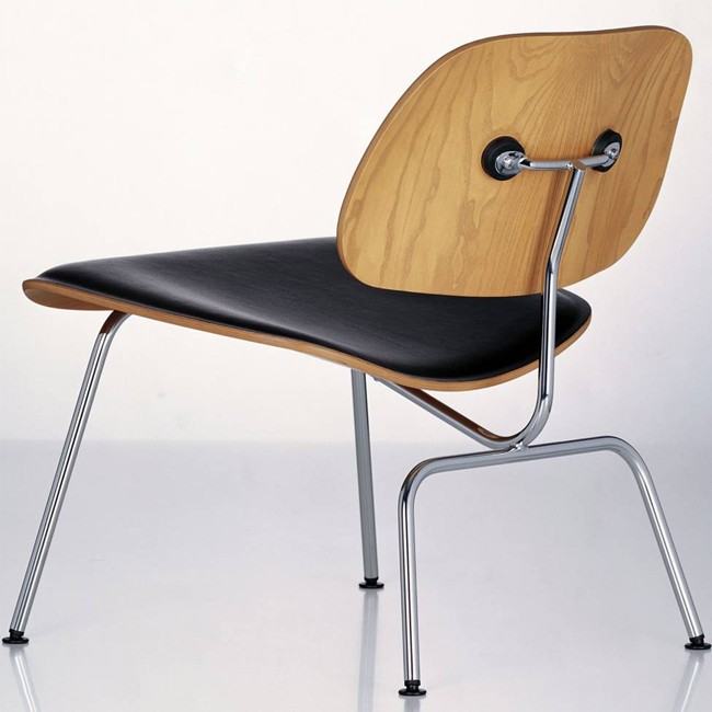 Vitra loungechair LCM Leather Plywood Group door Charles & Ray Eames