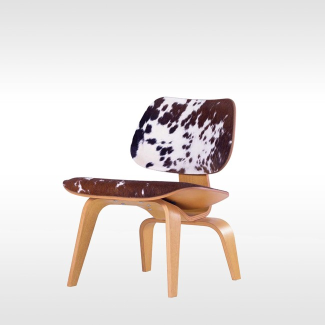 Vitra loungechair LCW Calf's Skin Plywood Group door Charles & Ray Eames