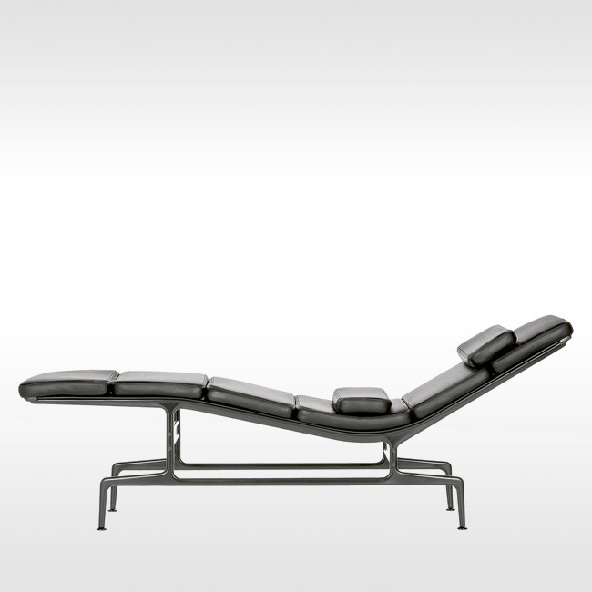Vitra loungechair Soft Pad Chaise ES 106 door Charles & Ray Eames