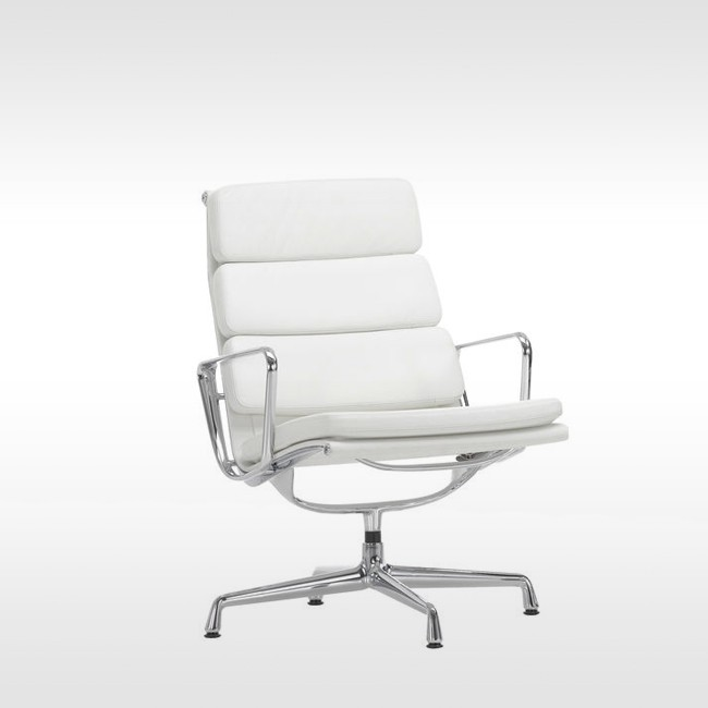 Vitra loungestoel Soft Pad Chair EA 215 & EA 216 Leder L20 door Charles & Ray Eames