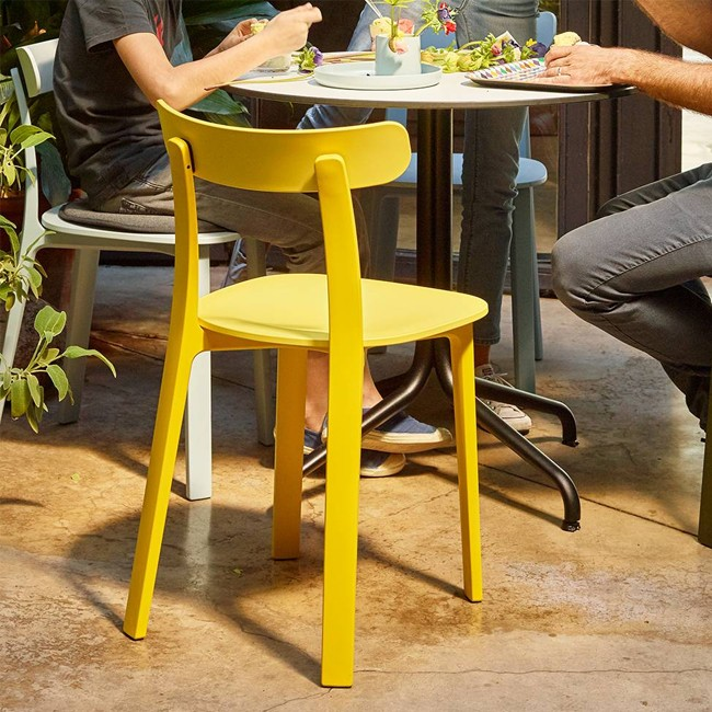 vitra stoel all plastic chair door jasper morrison. Black Bedroom Furniture Sets. Home Design Ideas