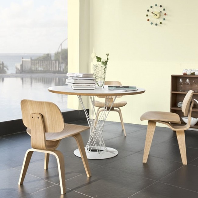 Vitra stoel DCW Dining Chair Plywood Group door Charles & Ray Eames