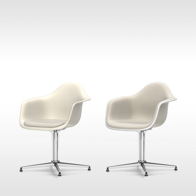 Vitra stoel Eames Plastic Armchair DAL Crème bekleed door Charles & Ray Eames