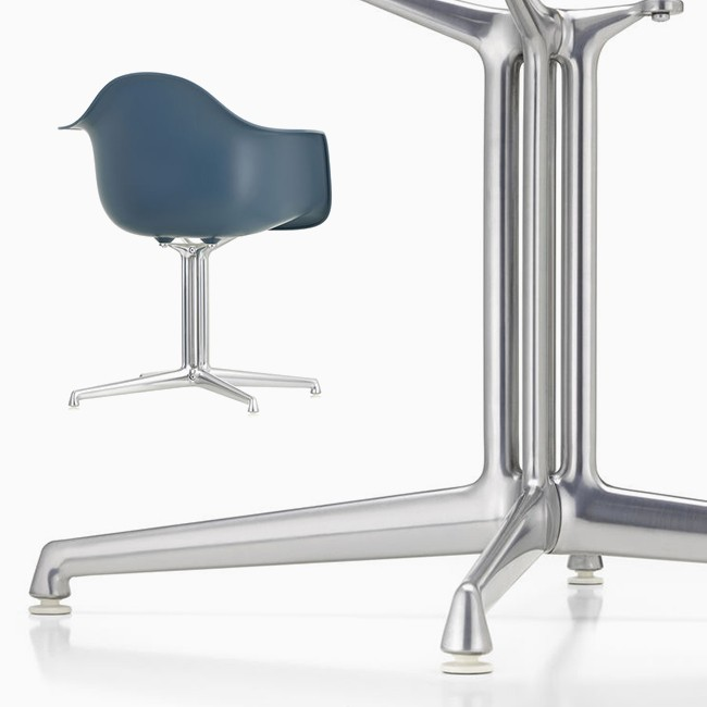 Vitra stoel Eames Plastic Armchair DAL (gepolijst aluminium) door Charles & Ray Eames
