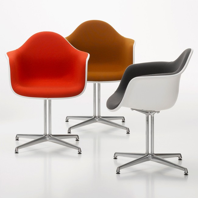 Vitra stoel Eames Plastic Armchair DAL Rusty Orange bekleed door Charles & Ray Eames