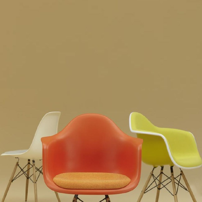 Vitra stoel Eames Plastic Armchair DAW Rusty Orange bekleed door Charles & Ray Eames
