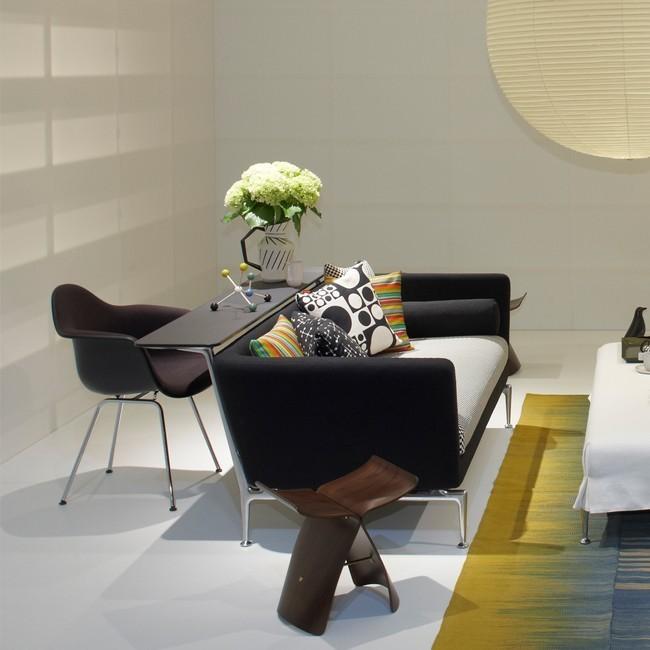 Vitra stoel eames plastic armchair dax zwart bekleed door for Eames stoel zwart