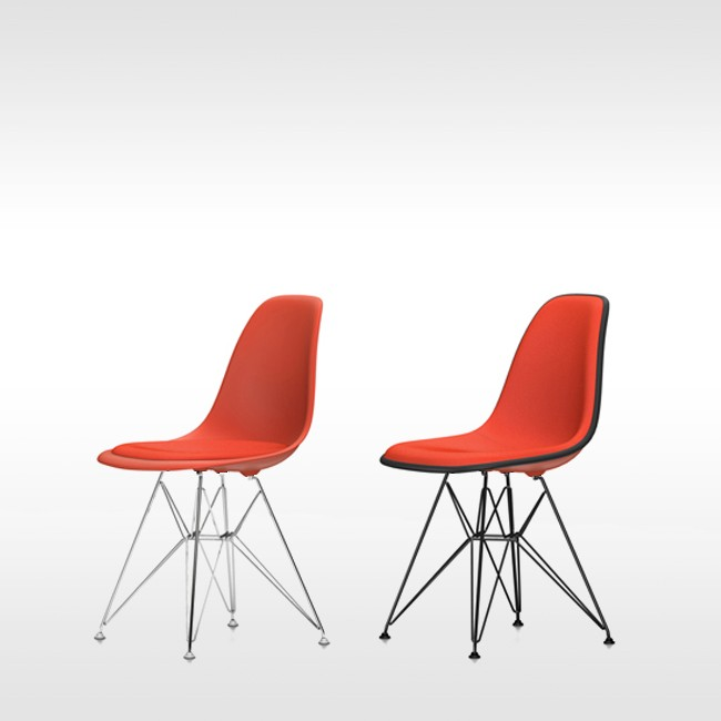 Vitra stoel Eames Plastic Chair DSR Poppyrood bekleed door Charles & Ray Eames