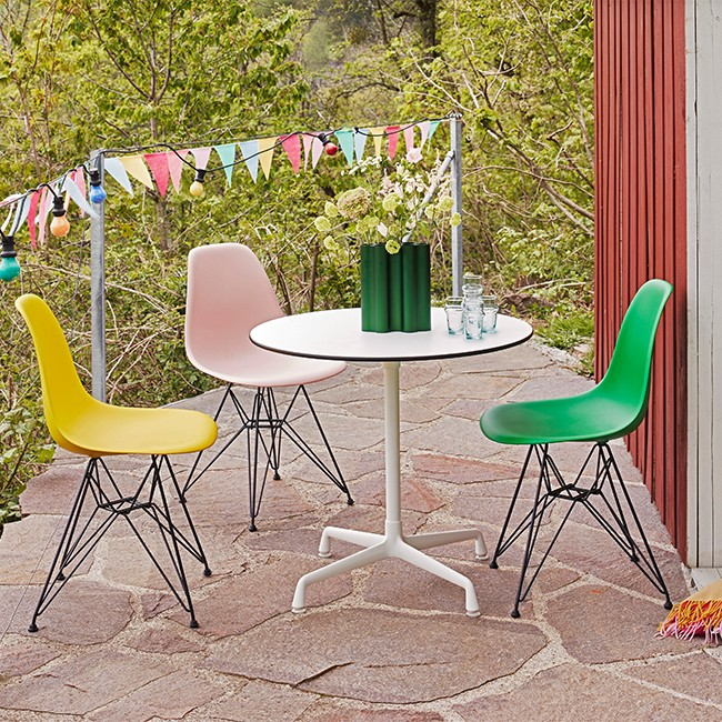 Vitra stoel Eames Plastic Chair DSR Sunlight bekleed door Charles & Ray Eames