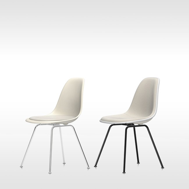 Vitra stoel Eames Plastic Chair DSX Crème bekleed door Charles & Ray Eames