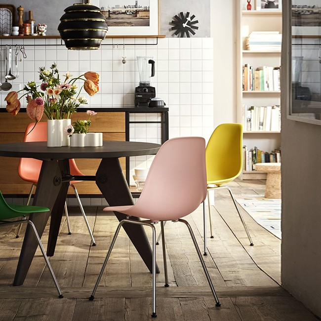 Vitra stoel Eames Plastic Chair DSX Mosterd bekleed door Charles & Ray Eames
