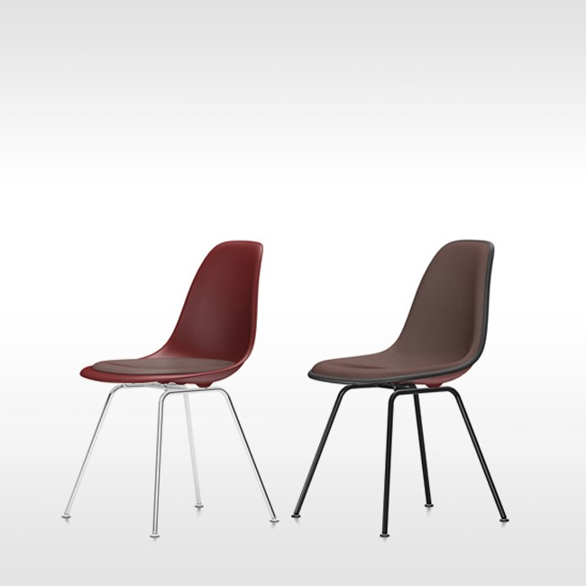 Vitra stoel Eames Plastic Chair DSX Oxiderood bekleed door Charles & Ray Eames