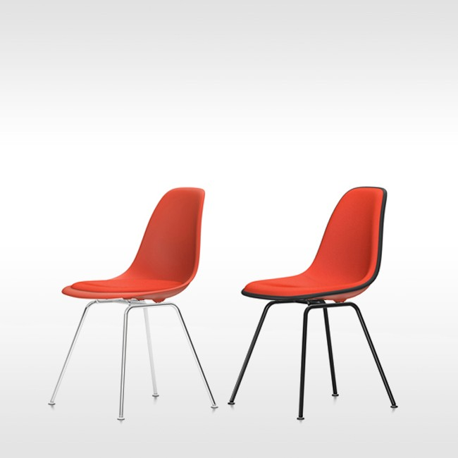Vitra stoel Eames Plastic Chair DSX Poppyrood bekleed door Charles & Ray Eames