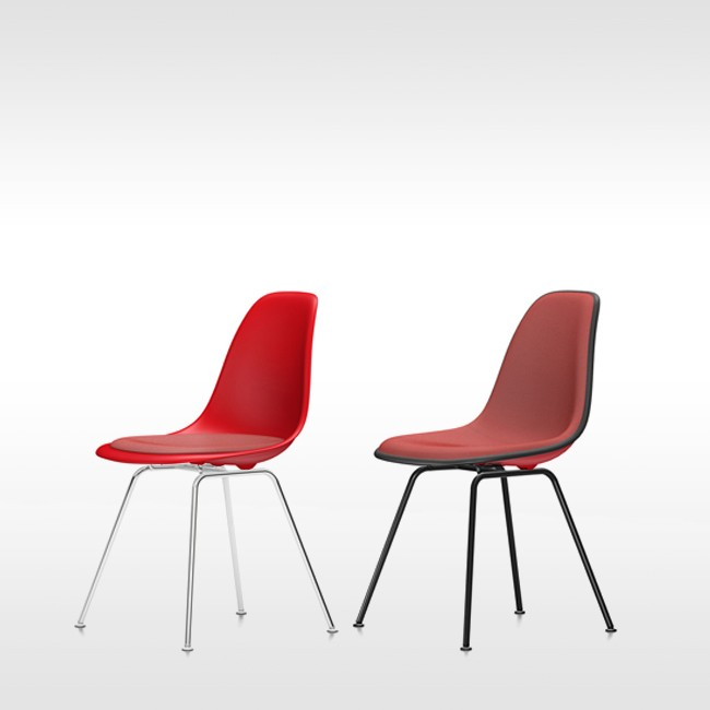 Vitra stoel Eames Plastic Chair DSX Rood bekleed door Charles & Ray Eames