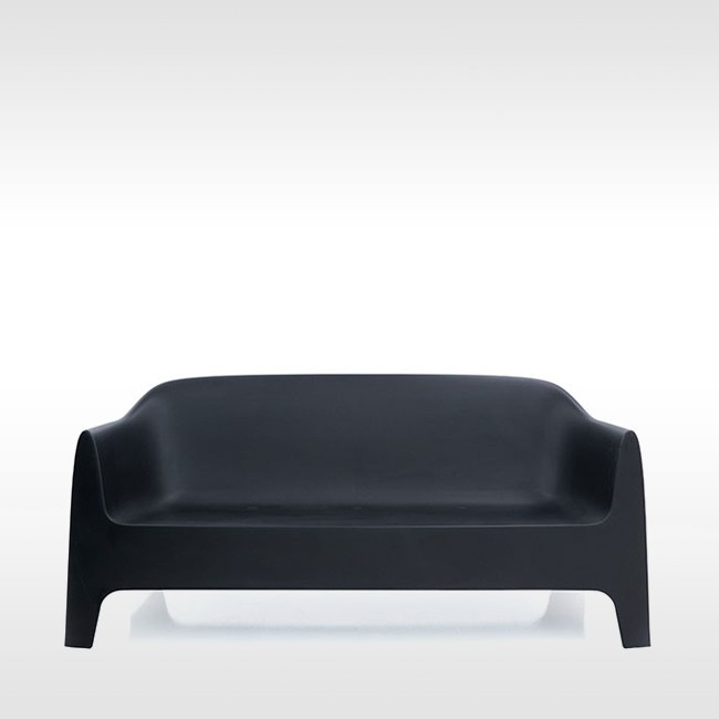 Vondom bank Solid Sofa door Stefano Giovannoni