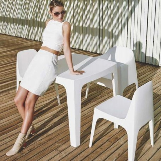 Vondom tafel Solid Dining Table door Stefano Giovannoni