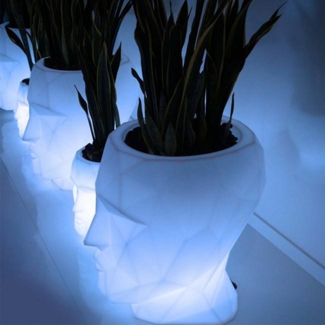 vondom verlichte plantenbak adan planter door teresa sapey